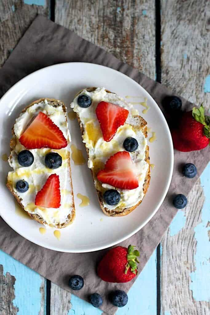 Berry and Ricotta Toast | A Nerd Cooks